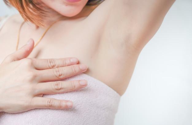 Jak pozbyć się nieprzyjemnego zapachu spod pach?