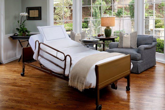 Jak dobrać łóżko i akcesoria dla osób chorych?