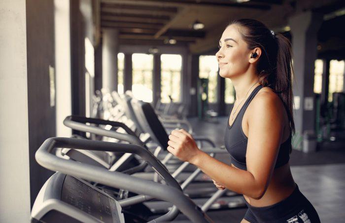 Popularne suplementy diety i treningi dla osoby początkującej