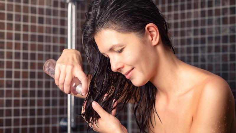 Jak i kiedy olejować włosy?
