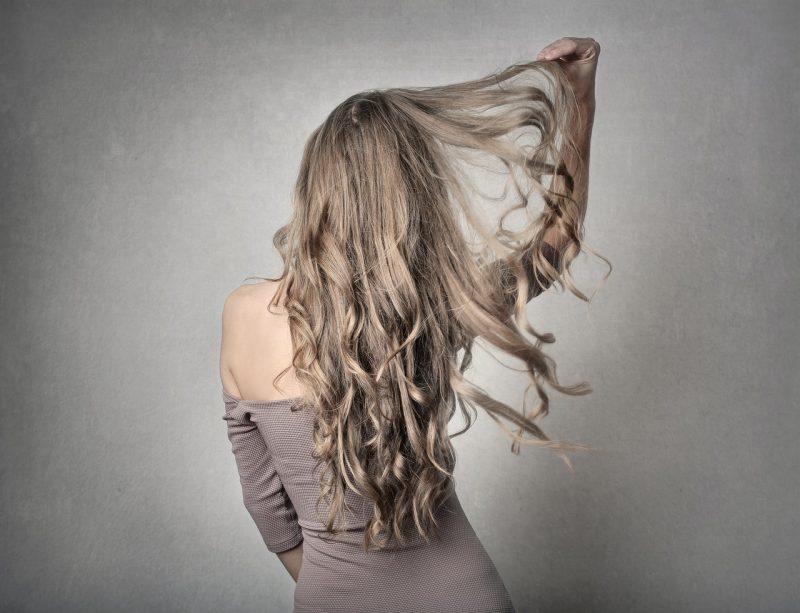 Włosy flip in – łatwy sposób na piękną fryzurę